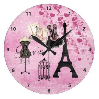 Reloj rosado elegante de París