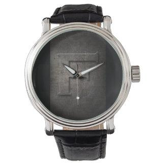 Reloj rústico del monograma del metal negro F