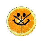 Reloj sonriente anaranjado de la cara