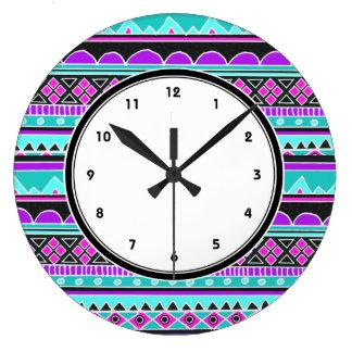 Reloj tribal azul y púrpura del modelo con números