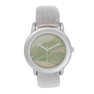 reloj verde de los esqueletos de la hoja