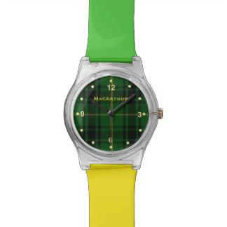 Reloj verde y amarillo de la tela escocesa de MacA