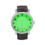 Reloj verde y blanco modelado