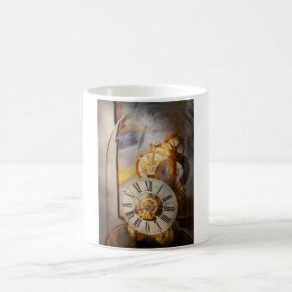 Relojero - una mirada detrás a tiempo taza mágica