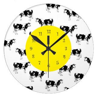 Relojes de pared de la cocina de la vaca del país