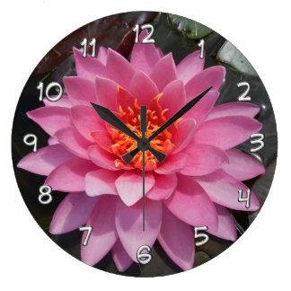 Relojes de pared florales del lirio de agua