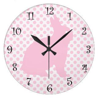 Relojes rosados lindos del conejo de los chicas