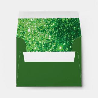 Reluciente verde alineado dentro sobre