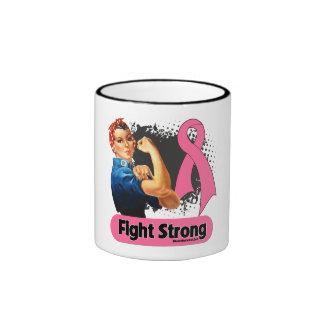 Remachador fuerte de Rosie de la lucha del cáncer  Tazas