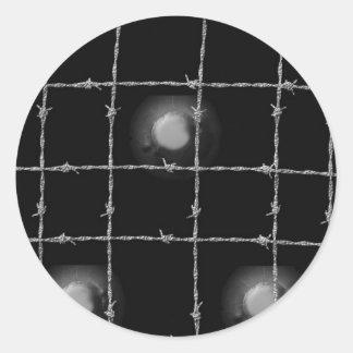 Remaches y alambre de púas del negro pegatina redonda