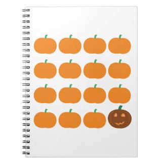 Remiendo lindo de la calabaza de Halloween Libro De Apuntes
