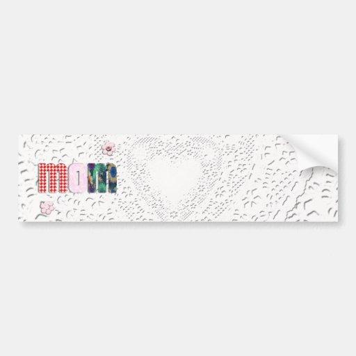 """Remiendo """"MAMÁ"""" en el cordón para el día de madre Etiqueta De Parachoque"""