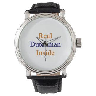 Remiendo real dentro relojes de mano