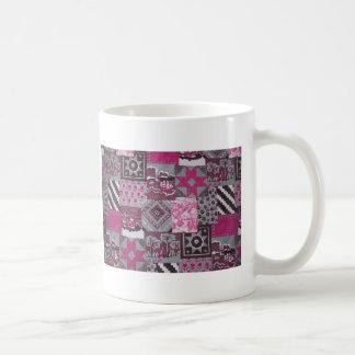 Remiendo rosado taza clásica