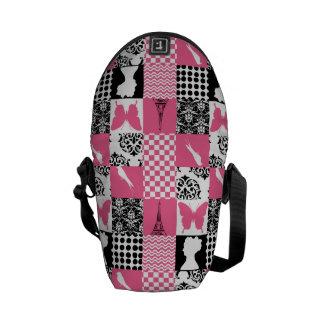 Remiendo rosado y negro bolsas de mensajeria