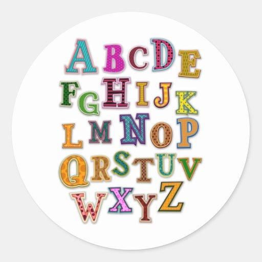 Remiendos del alfabeto pegatina redonda