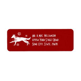 Remite festivo del perro blanco y rojo de la nieve etiqueta de remitente