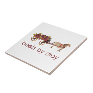 Remolachas en carro traído por caballo azulejo cuadrado pequeño