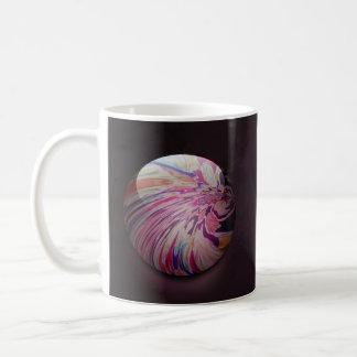 Remolino abstracto, colorido y mármol brillante de taza de café