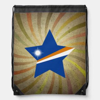Remolino de la bandera de Marshallese del vintage Mochilas