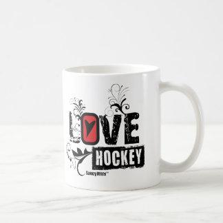 Remolino del hockey del amor taza básica blanca