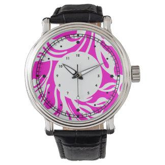 Remolino floral blanco de las rosas fuertes relojes de pulsera