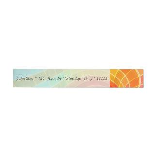 Remolino geométrico del arco iris etiquetas postales