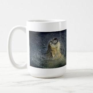 Remolino sonriente del agua del oso polar taza de café