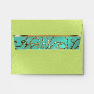 Remolinos afiligranados del oro de verde lima de sobres