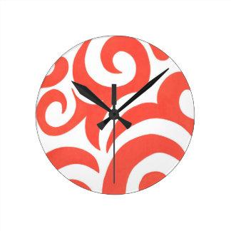Remolinos anaranjados reloj redondo mediano