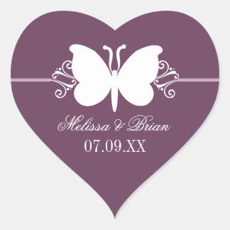 Remolinos de la mariposa de la berenjena que casan pegatina en forma de corazón