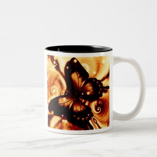 Remolinos de la mariposa taza de dos tonos