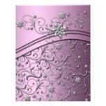 Remolinos de lujo del damasco de la lila que casan invitación