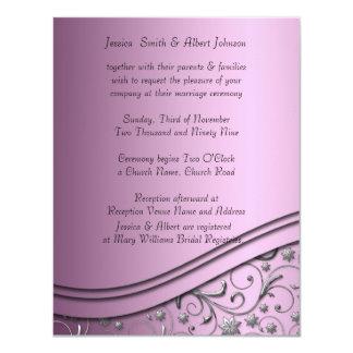 Remolinos de lujo del damasco de la lila que casan invitación 10,8 x 13,9 cm
