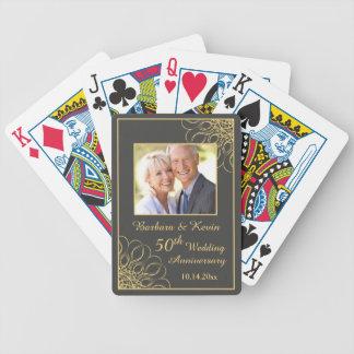 Remolinos de oro en aniversario de boda del gris cartas de juego