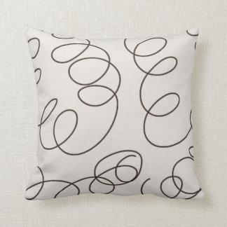 remolinos decorativos marrones suaves del doodle cojín