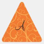 Remolinos del naranja del monograma calcomanías triangulos personalizadas