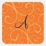 Remolinos del naranja del monograma pegatinas cuadradas personalizadas