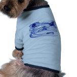 remolinos en azul camisa de perro