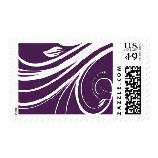 Remolinos florales púrpuras y blancos que casan el sello