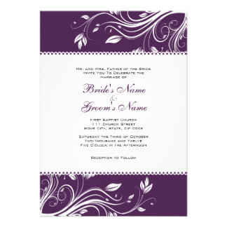 Remolinos florales púrpuras y blancos que casan la