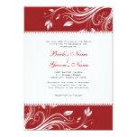 Remolinos florales rojos y blancos que casan la invitación 12,7 x 17,8 cm