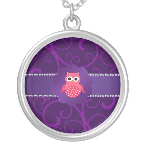 Remolinos lindos de la púrpura del búho collares