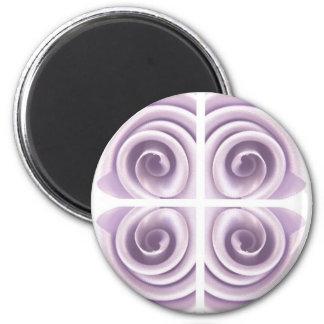Remolinos medievales del rosa de la lila imán redondo 5 cm