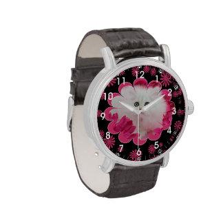 Remolinos rosados de las flores de los gatos preci relojes de pulsera
