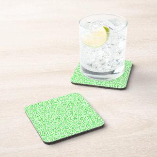 Remolinos verdes y del blanco posavasos de bebidas