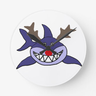 Reno divertido del tiburón del navidad reloj redondo mediano