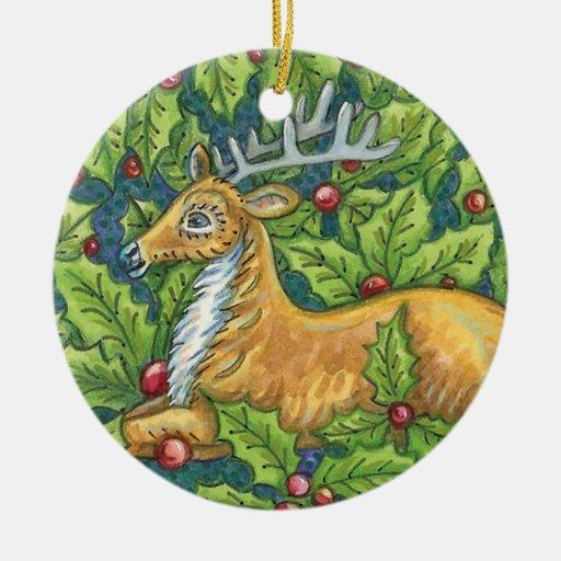 Reno lindo del navidad con acebo ornamentos de reyes