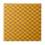 Reno lindo en el oro azulejo cuadrado pequeño