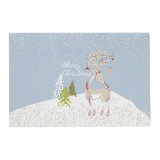 Reno y petirrojo lindos en la nieve tapete individual